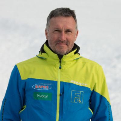 Rozpoznawany na świecie ekspert narciarstwa i węgierski biomechanik ....